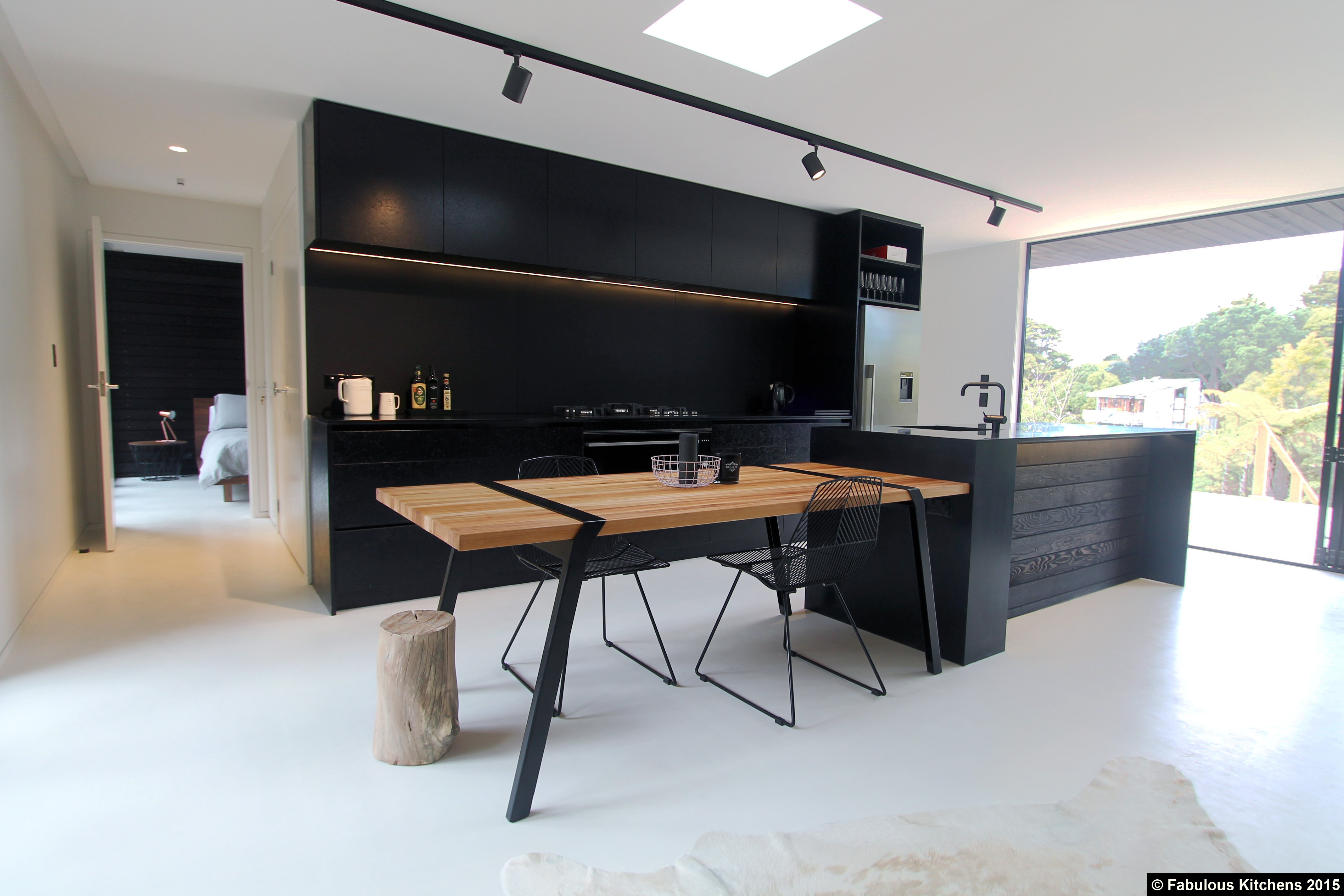 Gallery 48 waiheke island gallery fabulous kitchens for Fabulous kitchens